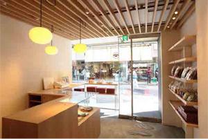 瓦煎餅の専門フロアを持つフラッグシップショップ「銀座 松崎煎餅 銀座すずらん通り店」2016年10月15日 銀座5丁目にオープン